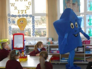 Bola brings a positive healthy eating message to the children in Senior Infants and First Class