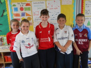 5th Class pupils, Molly, Óisín, Lila-Ann, Alex and Jack proudly wear their jerseys!
