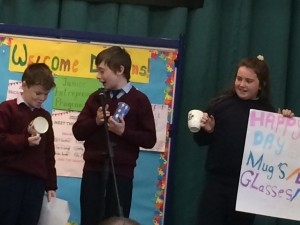 Lee, Liam and Maeve wow the dragons with their personalised mugs and glasses!